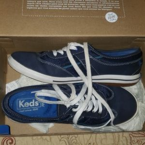 BLUE KEDS SIZE 7 m new with tags